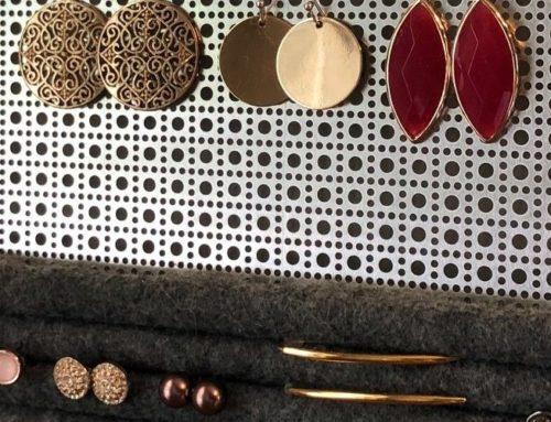 DIY Rustic Jewelry Organizer